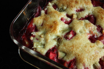 rhubarb-strawberry-cobbler