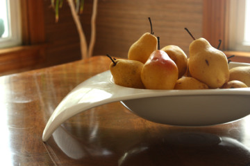 Pears-in-bowl
