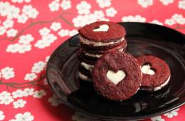 Red-velvet-sandwich-cookie
