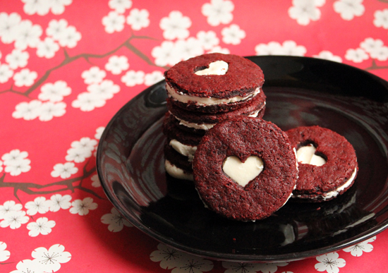 Red-velvet-sandwich-cookie