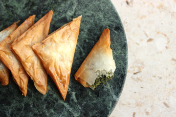 SPANAKOTIROPITAKIA – SPINACH AND FETA PHYLLO TRIANGLES