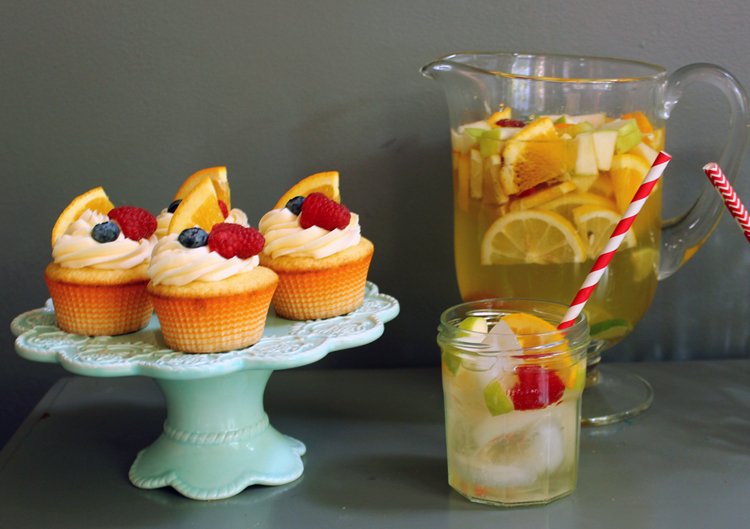 White-sangria-cupcakes-pitcher