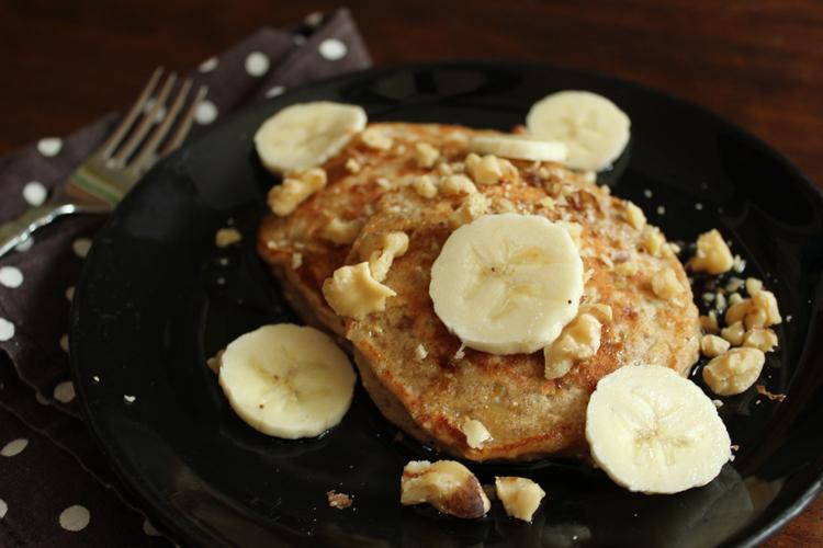 oatmeal-banana-bread-pancake-close